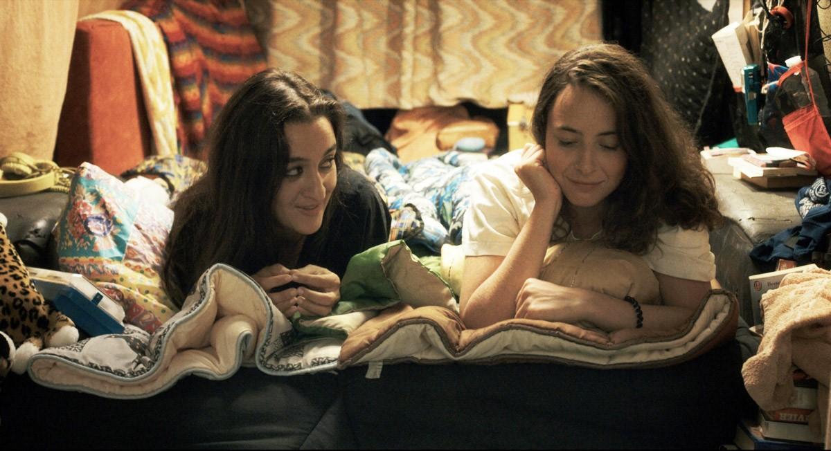 Salomé and Jess having a sleepover
