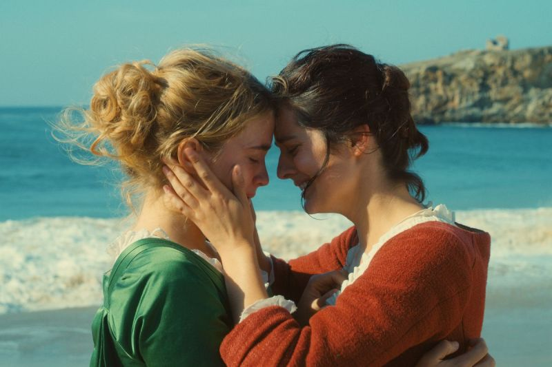 Marianne holds Héloïse in an emotional embrace.