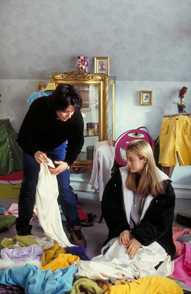 Amy Heckerling directs Alicia Silverstone on set.