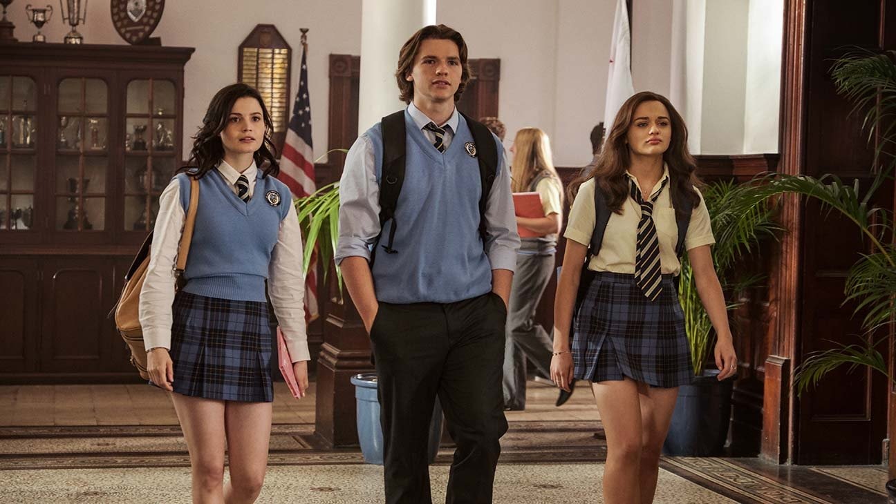 Rachel, Lee, and Elle walking through their high school.