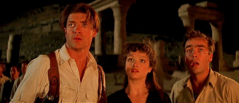 This image is from 'The Mummy' (1999). Rick, Evelyn and Jonathan stand side by side. They're all looking at something in front of them.
